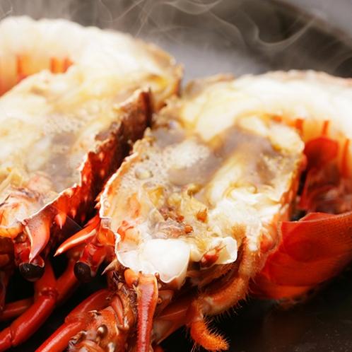 【料理】季節の海鮮料理(伊勢エビの陶板蒸し)