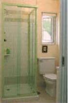 客室のシャワーブース