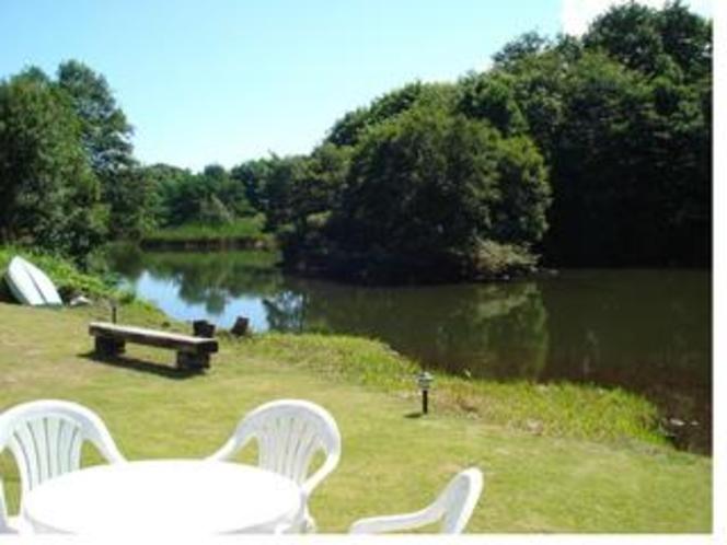 アリスグローブの庭と湖