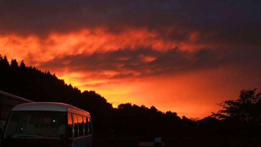 【夕焼け】西の空が赤く染まる光景を誰と見ますか?