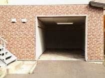 シャッター付車庫