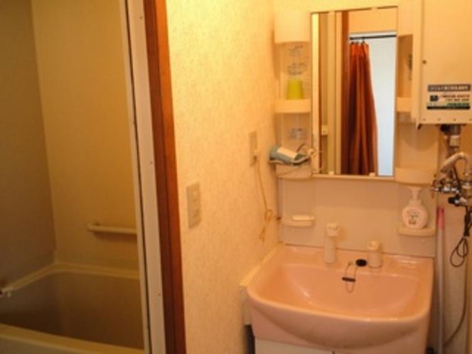 離れのバスルーム・洗面