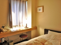 【旧館シングルルーム】疲れを癒す落ち着いた雰囲気の客室。