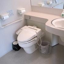 【ホットハート・トイレ】バリアフリー対応なので、三世代旅行もばっちりです!