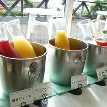 【ご朝食】ジュースも種類豊富です♪どれを飲もうか悩んでしまいますね。