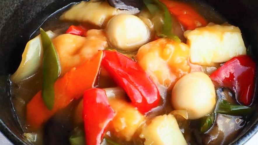 【ふくふくメニュー】海鮮たっぷり! 中華丼(スープ付):700円