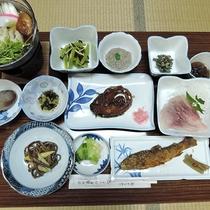 *鮎or岩魚付きコース夕食一例/きりたんぽ、鯉料理、山菜料理とボリュームたっぷりの山のごちそう♪