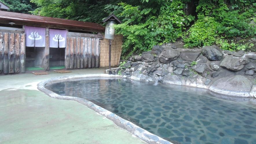 *露天風呂(混浴・女性専用利用可)/力強い緑、美しい紅葉、静かな雪景色。湯船から四季を堪能!