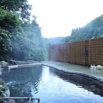 *露天風呂(混浴・女性専用利用可)/山あいの手つかずの自然を堪能できる自慢の露天風呂!