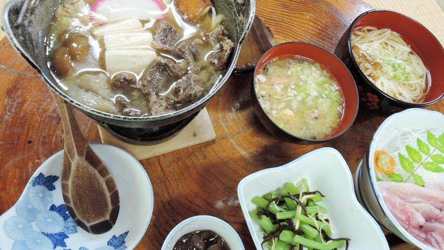*熊鍋コース夕食一例/体の芯から温まる熱々の「熊鍋」!この地方に伝わる伝統料理です。