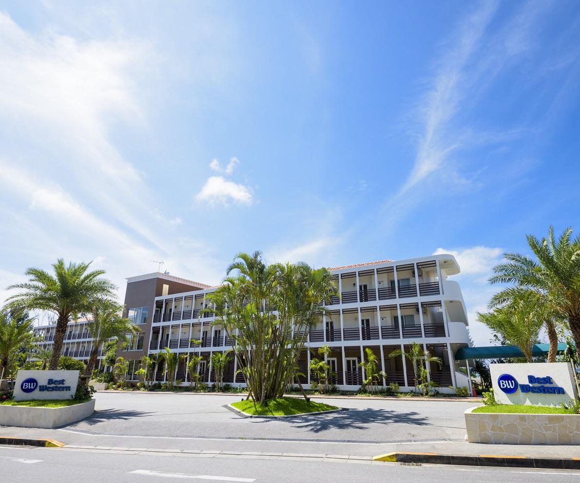 青い空と、緑豊な中にあるプライベート感あふれるホテル