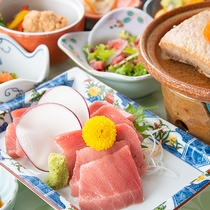 *お夕食「マグロづくし(全8品)」鮪の珍しい部位を使ったお料理です。