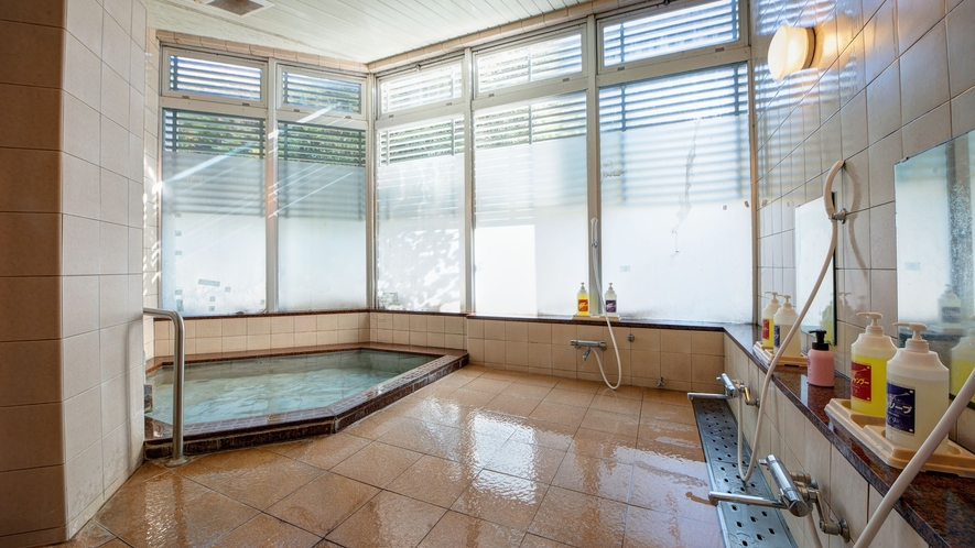 *女性大浴場/お客様に気持ちよくご利用いただけるよう清潔を保っております。