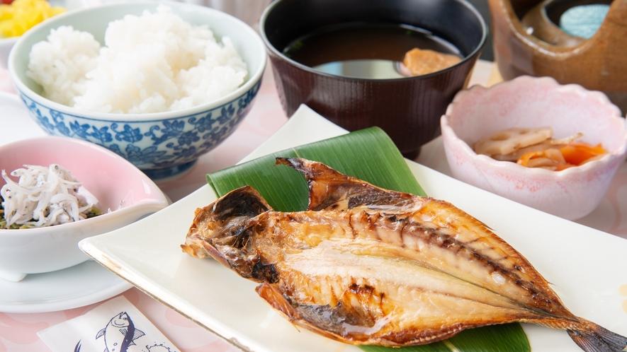 *朝食一例/三崎の焼き魚をはじめとしたメニューの和朝食です。