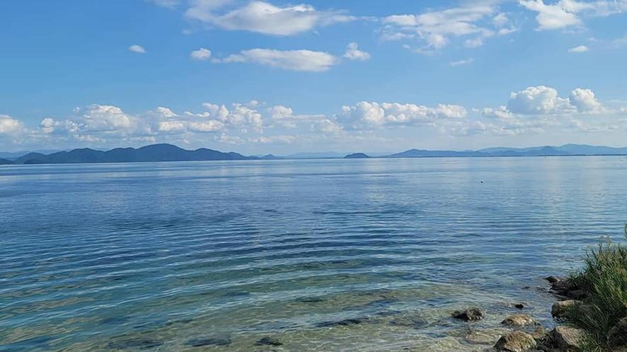 *夏は当館目の前で湖水浴も楽しめます。