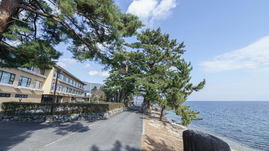 琵琶湖は目の前「湖畔の宿 琵琶レイクオーツカ」