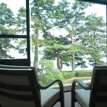 *【特別室】窓からボーっと静かな琵琶湖を眺めると心が落ち着きます。