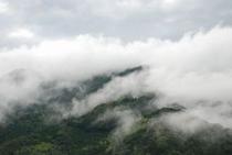 雨雲が上がりかけている 仁淀川の景色