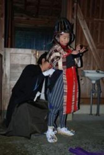 2012秋葉まつりギャラリー 祭りの開始前、今回の祭りの子役で出る子です