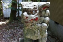 武田勝頼落人伝説の残る仁淀川町大崎地区の大崎八幡宮のコマイヌさん