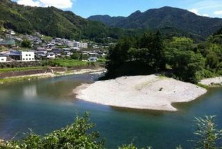 仁淀川支流土居川の通称 宮崎の川原 キャンプにもいい