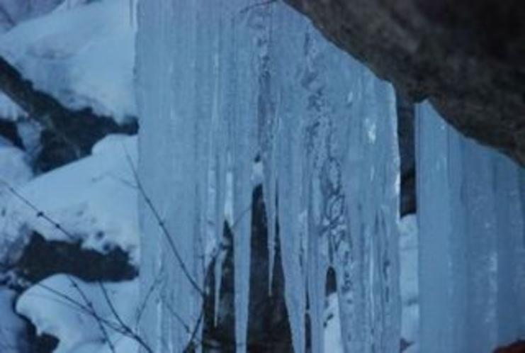 しもなの郷 氷の滝鑑賞ツアー 白滝 しばし 氷の造形美をご堪能くださいませ 1