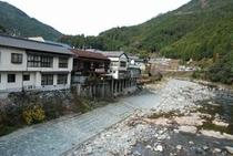 土居地区 軒を連ねる旅館 かつてはこの界隈はたくさんの商売人が割拠した