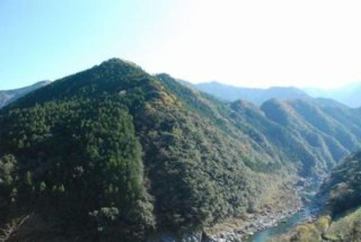 仁淀川町の国道33号線の引地地区 峡谷の様相の仁淀川があり!