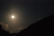 仁淀川町の険しい山々に月光 1