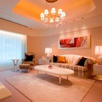 【客室】ロイヤルスイートルーム 60.8平米 リビングルーム