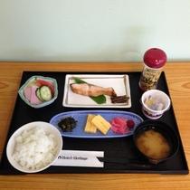 朝食一例 大人小学生メニュー