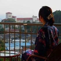 女性 部屋からの風景