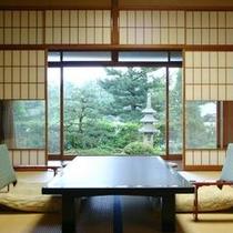 【龍燈の間・松琴の間】阿蘇海を挟み、松並木を水平にご覧頂けます