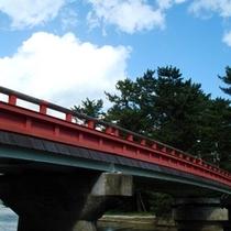 【回旋橋】天橋立にかかる橋。船の往来時は回転します(小亭より徒歩2分)