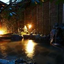 【泉質】「神々の遊湯」とも呼ばれる現代の温泉は肌のキメを整える美肌の湯ともいわれています