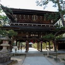 【智恩寺 文殊堂】智恵の神様として現在でも多くの参拝が。小亭はこの裏手にございます
