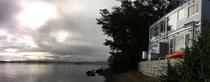 沖縄の松島と言われる羽地内海をのぞみひっそりと佇む。