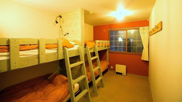 【202】洋室12平米・手作り2段ベッド(4名様までOK)