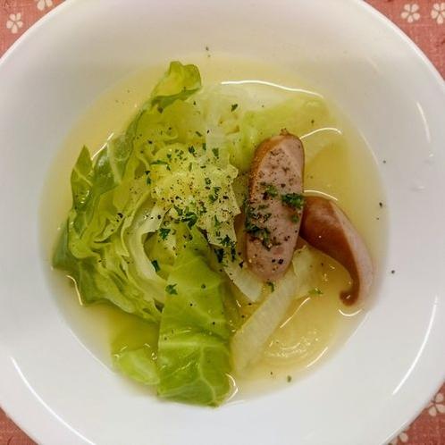 【夕食】キャベツとウインナーのコンソメスープ