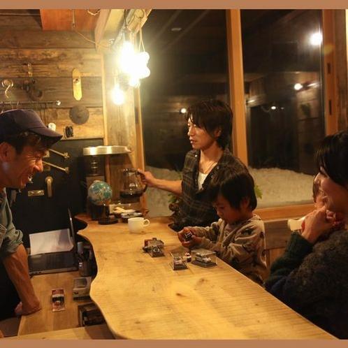 【夕食】夕食の後はカウンターでゆっくりと3