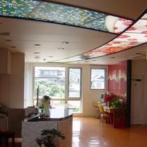 【館内イメージ】可愛いガラス模様が目を引く館内♪のんびりとお寛ぎ下さい。