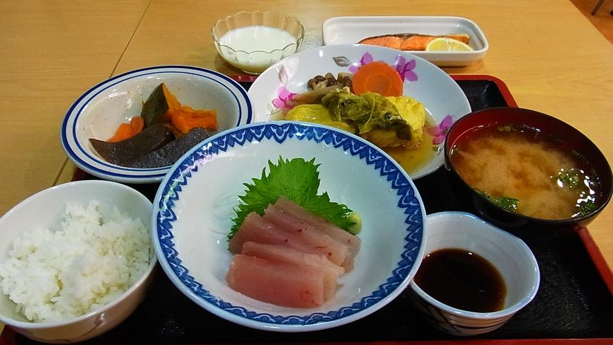 *【ご夕食例】毎日違ったメニューをお出ししますので連泊の際にも飽きずにお召し上がり頂けます。