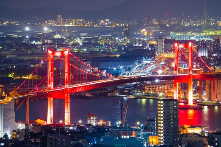 高塔山からの夜景 ライトアップされた若戸大橋