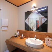 【館内】男性用トイレ洗面台 2019年10月にリニューアルしました。