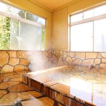 【家族風呂】24時間入浴OK!源泉かけ流し☆少々贅沢なつくりになっております♪