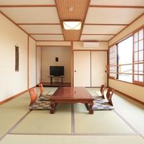 【和室12畳 野いちご】客室からは、ゆったりと涌蓋山を望めることができます。