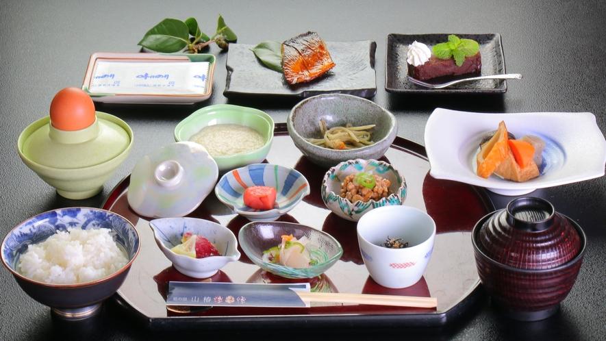 【朝食】四季を感じながらほっこり朝食を。おなかに優しい「とろろ御飯」はいかがでしょう。