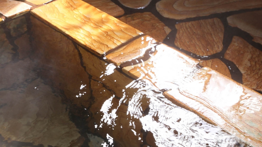 【露天風呂】24時間入浴OK!源泉かけ流し100%の上質な筋湯温泉の湯をご堪能ください。