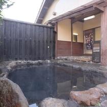 【露天風呂】全4室の宿に4つのお風呂。 少々贅沢なつくりになっております。