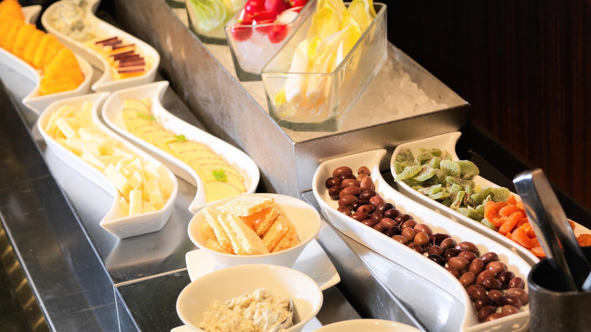 【森ビュッフェ】彩り豊かで新鮮な野菜がたっぷりの冷製コーナー(夕食イメージ)